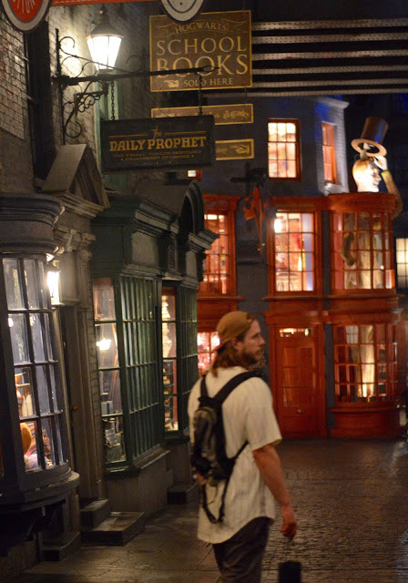 Outside of WWW at night (we were the last ones shooed out of Diagon Alley that night).